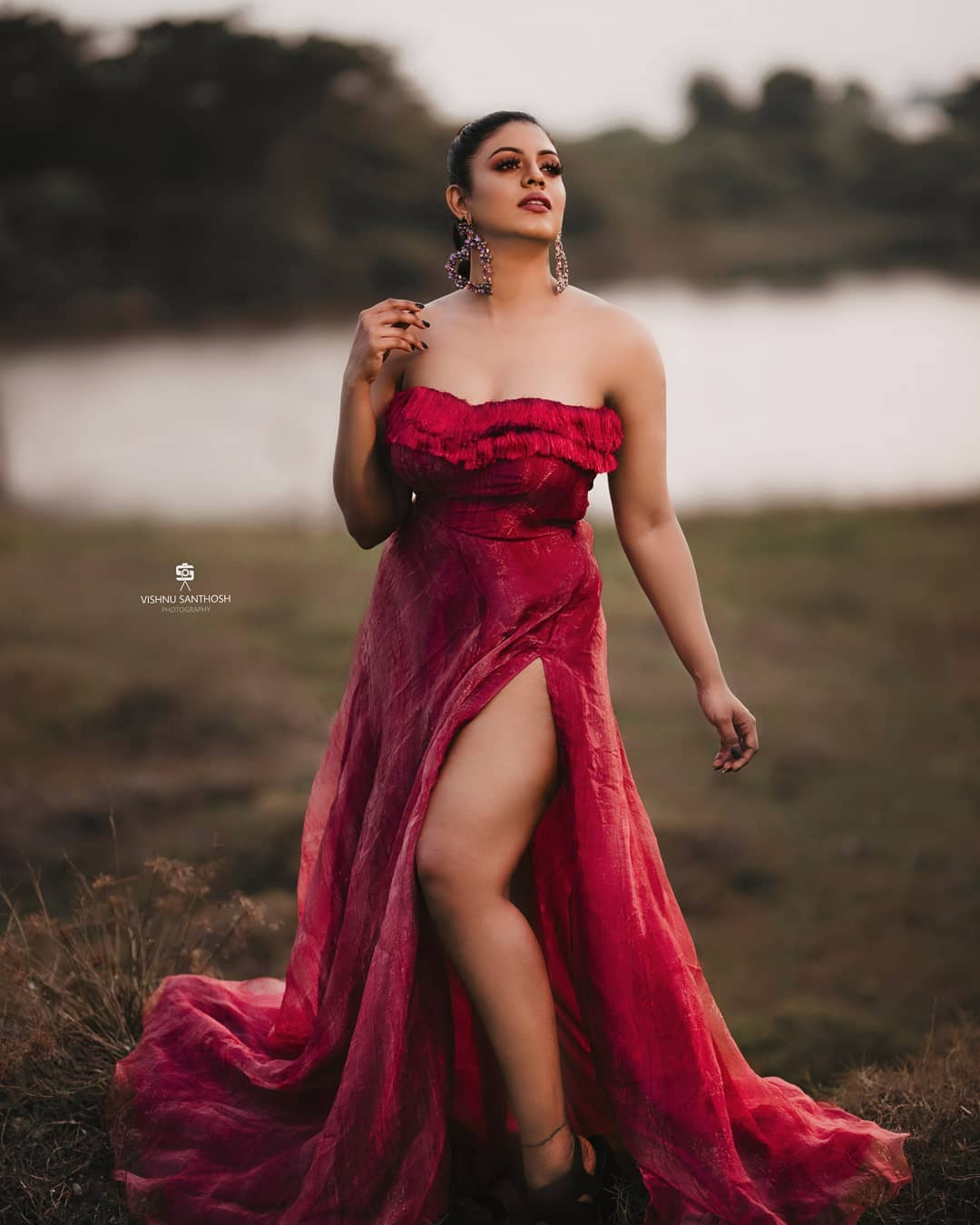 Iniya-Photos-in-Red-1