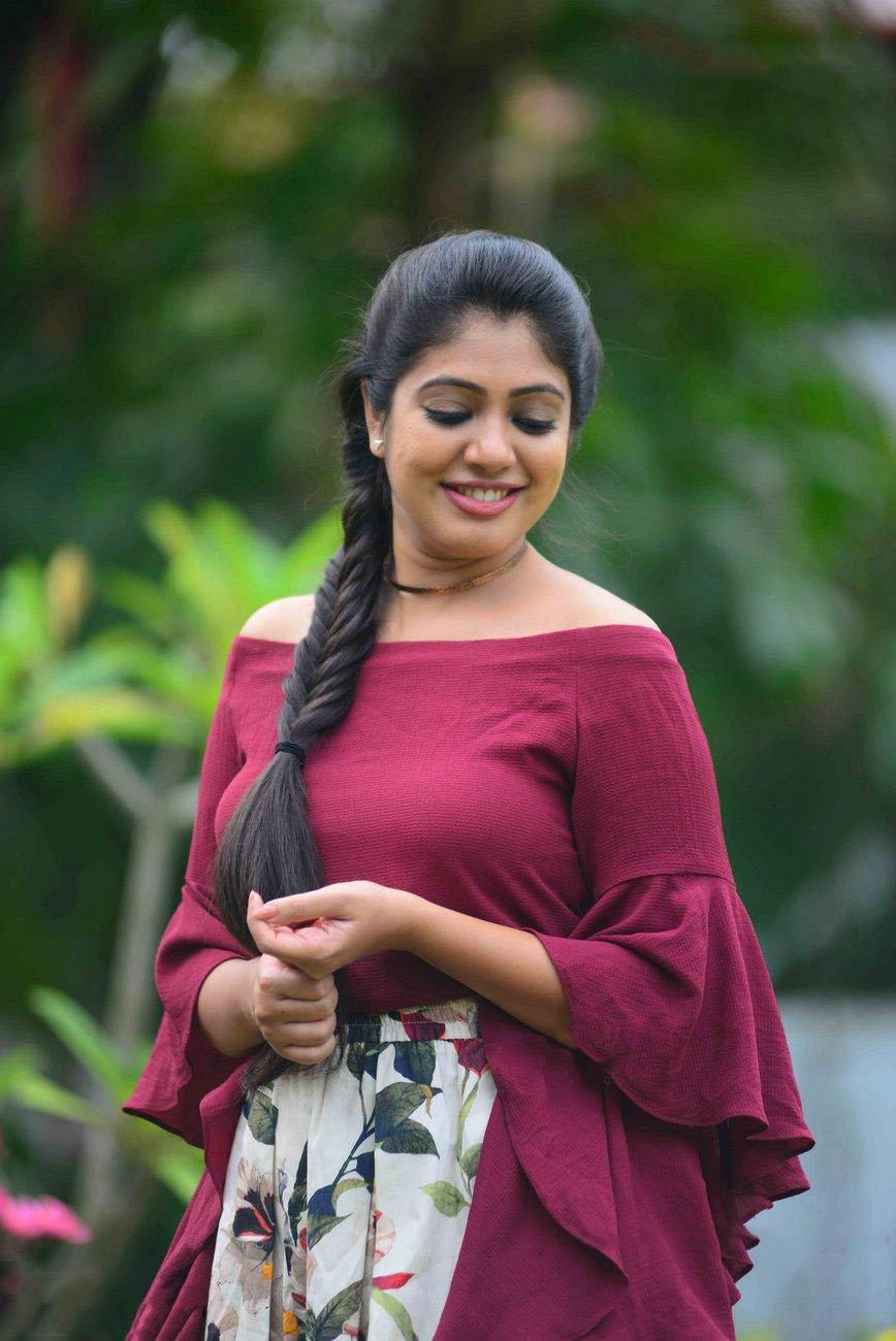 Malayalam Actress Veena Nandakumar Photos