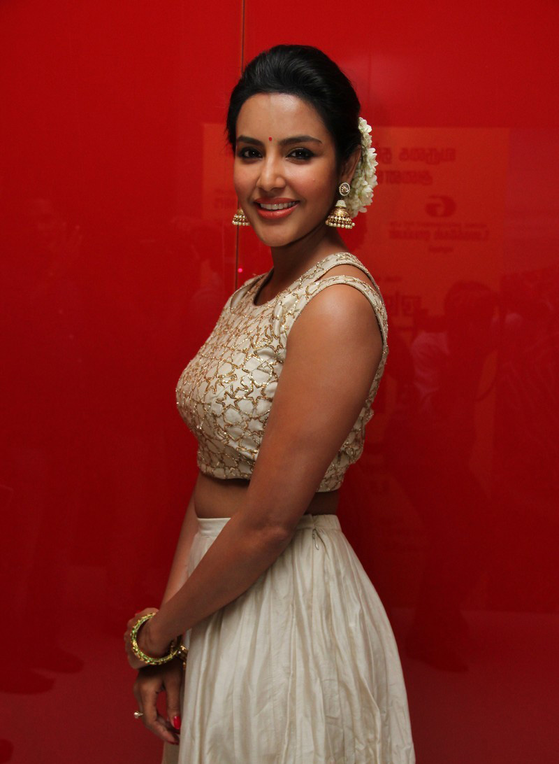 Actresses Priya Anand Photos