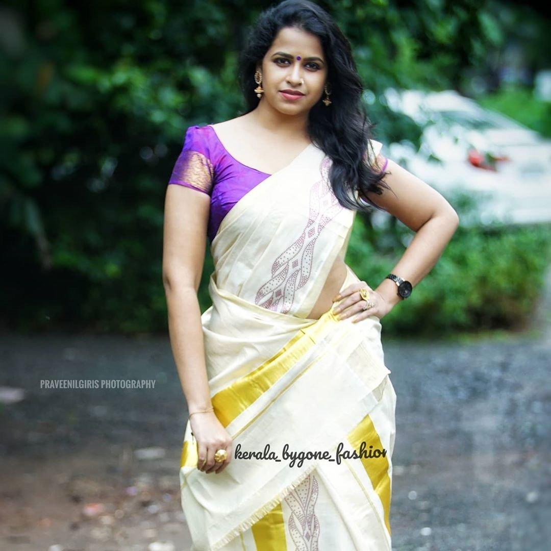 Sadhika-Venugopal-in-Kerala-Saree-1