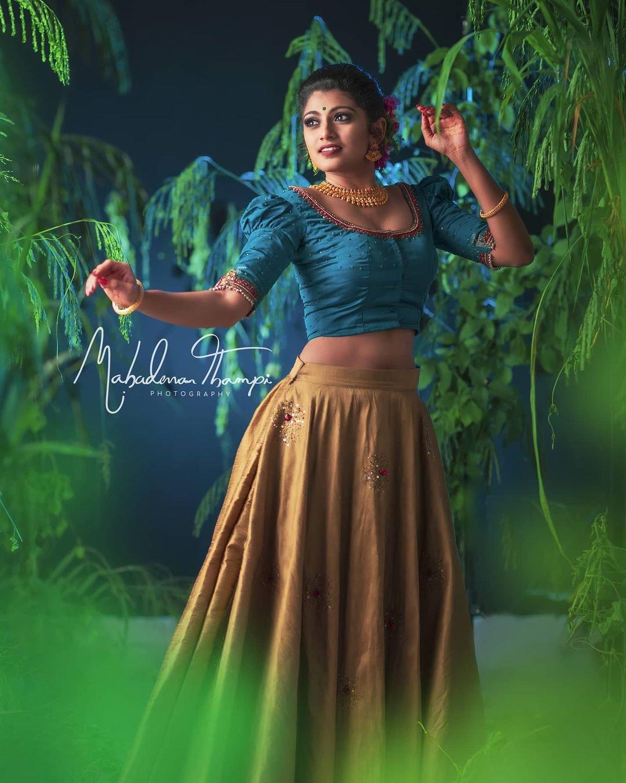 Sruthi-Rajinikanth-New-Photoshoot-4